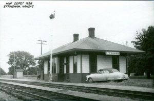 Railroad Depot, Effingham, KA, 1958. (www.thenewsleaf.com).