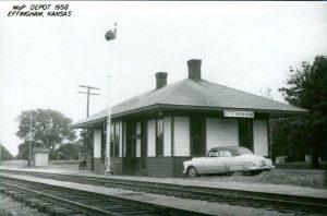 Railroad Depot, Effingham, KA, 1958. (www.thenewsleaf.com).